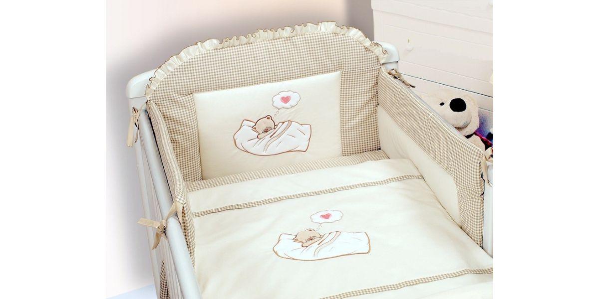Komplet pakke: Skøn Baby tremmeseng med madras, sengerand, dyne, pude,